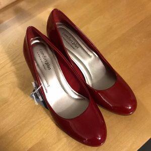 NWT! Women's size 7 red comfortplus heels!